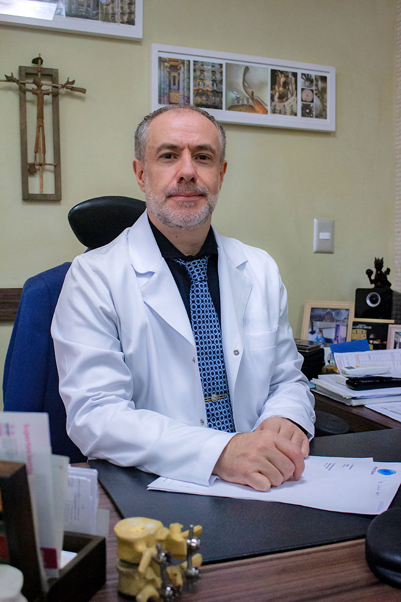 DR. MARCOS LOPES